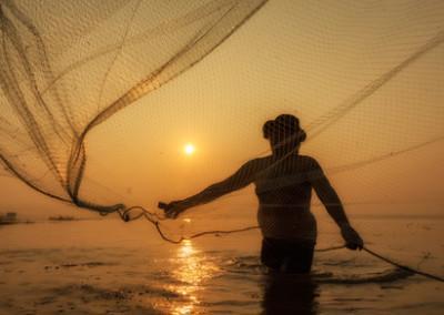 Рыбак на море